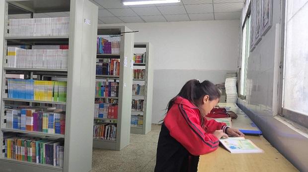 """""""我们终于有图书馆啦!"""" ——内江市市中区用心帮扶""""三区""""脱贫 本本图书见真情"""