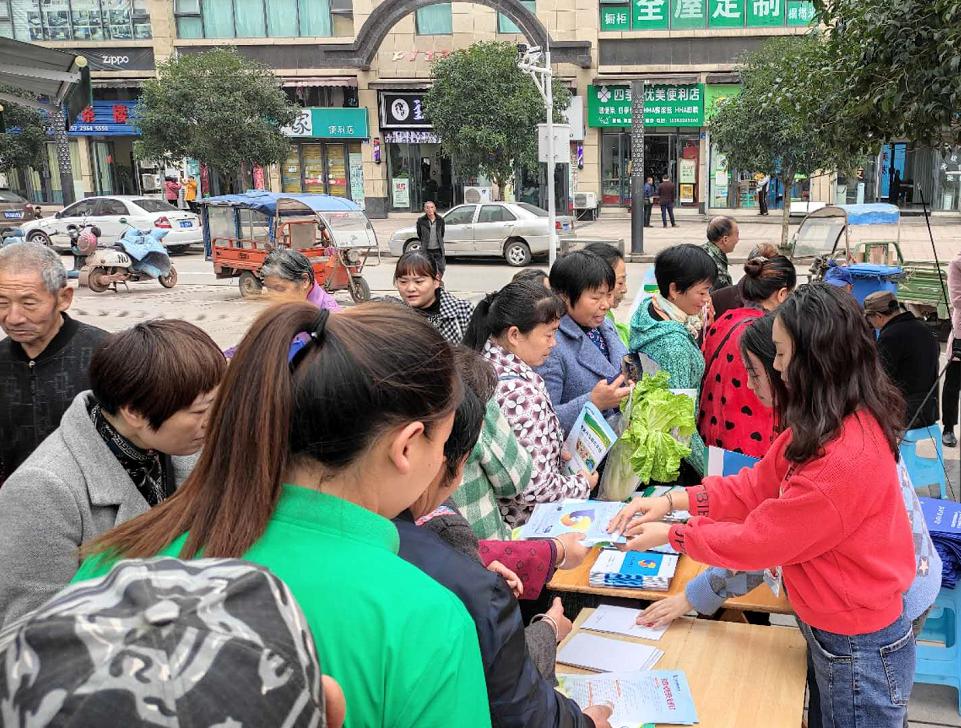 """内江市市场监管局高新区分局 """"零距离""""做好医疗器械安全宣传"""