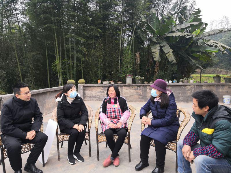 宜宾市妇联走访慰问铜锣镇女性农民工