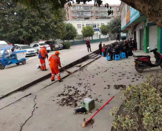 内江高新区综合行政执法局开展年终岁末垃圾大清理行动