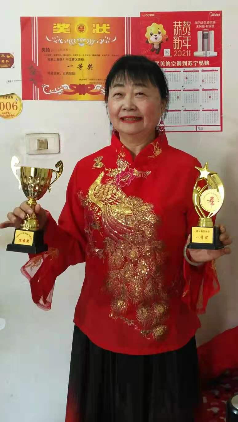 内江业余歌手参加广西桂林刘三姐杯大赛获一等奖