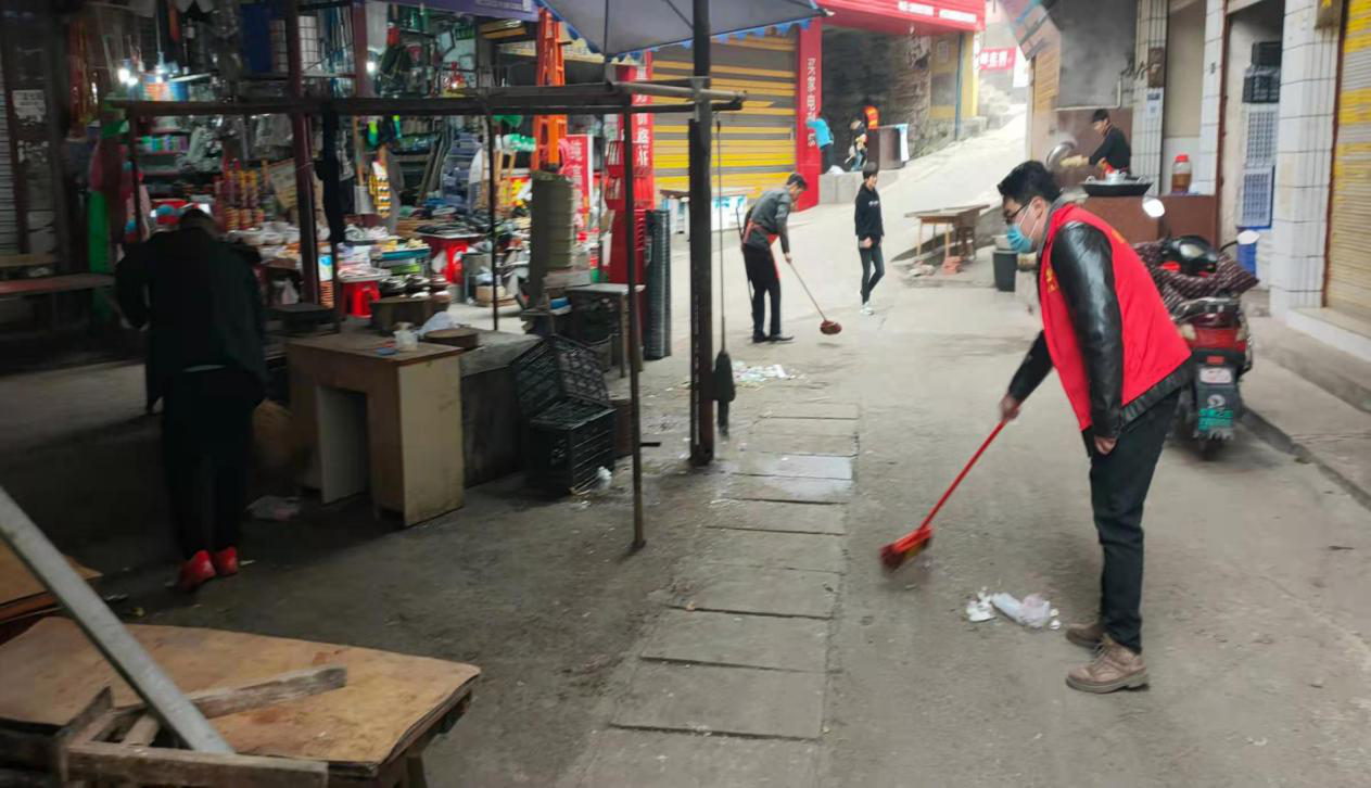 内江市中区史家镇开展月末环境卫生大扫除