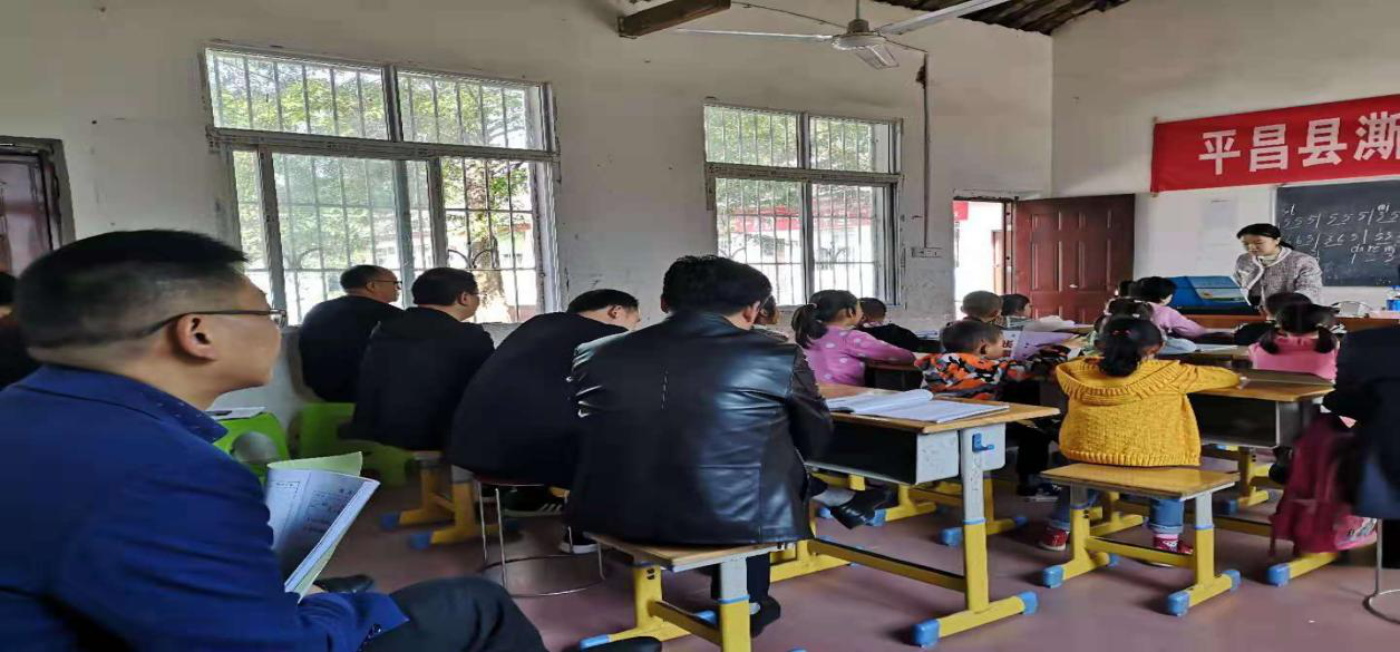 平昌县澌岸小学:送教下村互动研讨 共同成长 均衡发展