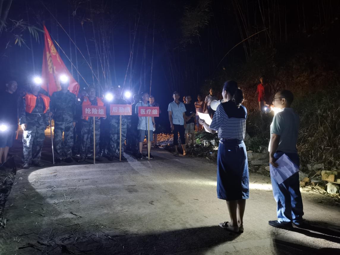 铜锣镇组织地质灾害夜间应急演练
