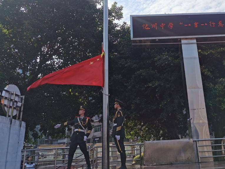 四川省达川中学举行共创文明城市主题升旗仪式